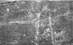 Vista del conjunto del ídolo de Ruanales  y el grabado exterior