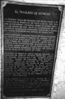 Placa en la que se relata el traslado de Reynosa a su ubicación actual