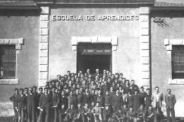 Primera promoción de aprendices. Año 1925