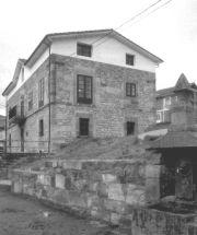 Escuela de Pesquera, hoy albergue.