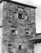 Torre de los Ríos en el barrio de La Bárcena en S. Miguel