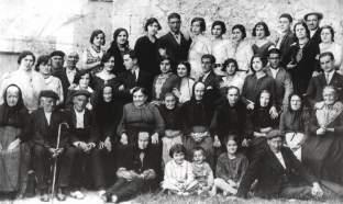 Primeros ancianos y niños recogidos en el asilo - hospital