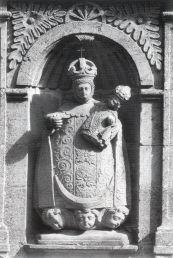 Imagen de piedra de Nuestra Señora. Detalle de la fachada