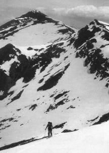 Pico Hiján al fondo, y Cuenca Gen, en su vertiente septentrional