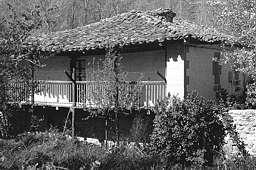 """La casa """"a la montañesa"""". Casa con corral en Villaescusa de Ebro"""
