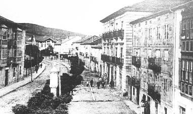 Vista de la calle de D. Jose Canalejas, actual Avda. Puente Carlos III