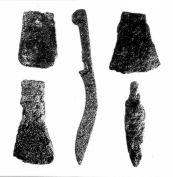 Cuchillo afalcatdo, hachas, punta de lanza y reja de arado de Celada