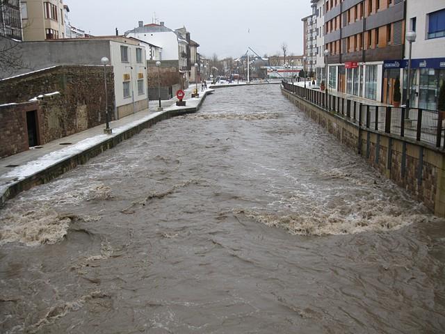 a punto de desbordarse el Ebro